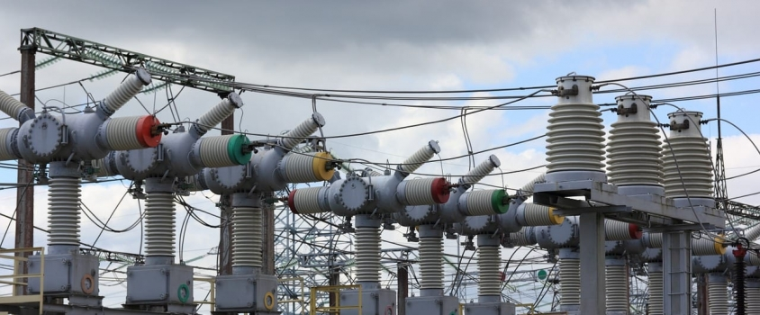 2 Utilities Offer 3.5%-Plus Yields with 10-Plus Years of Continued Dividend Hikes